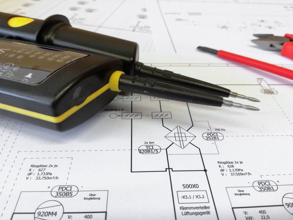 Welche Normteile, Symbole und Werkzeuge finden Sie in CAD Programmen?